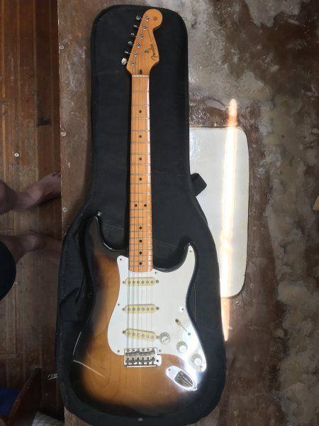1989 Sunburst Stratocaster.jpg