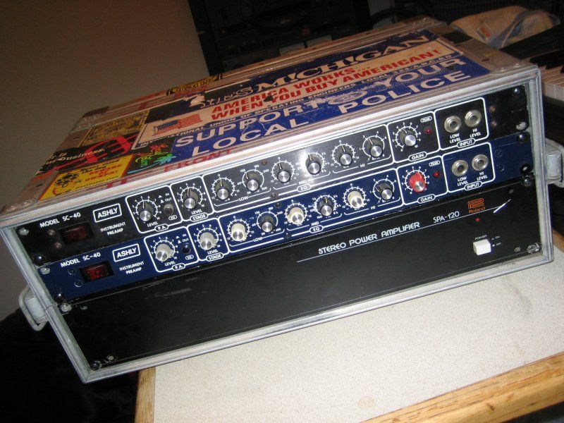 Ashly preamp, Anvil case, Roland power amp.jpg